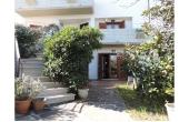 [239 Doria], Elegante villa bifamiliare con giardino